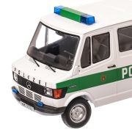 Mercedes-Benz 208D Bus Polizei Hamburg 1988, macheta auto scara 1:18, alb cu verde, Limited Edition, KK SCALE
