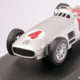 Mercedes-Benz W196 R RACING CAR #4 1954, macheta auto scara 1:43, argintiu, carcasa plexic, Magazine models