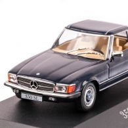 Mercedes-Benz 350 SL (R107) 1971, macheta auto scara 1:43, rosu inchis, carcasa plexic, Magazine models