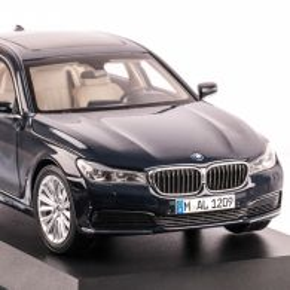 BMW 750Li seria 7 Langversion G12, macheta auto scara 1:18, indigo, window box, Paragon