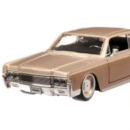 Lincoln Continental 1966, macheta auto scara 1:27, bej metalizat, Maisto