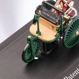 Mercedes-Benz PATENT MOTOR CAR 1886, macheta auto scara 1:43, verde inchis, carcasa plexic, Magazine models