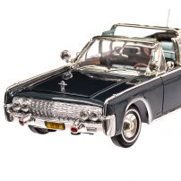 Lincoln Continental Limo 100-X John F Kennedy 1961, scara 1:24 albastru, Lucky Die Cast