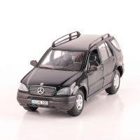 MERCEDES BENZ ML 1997, scara 1:24, negru, Maisto